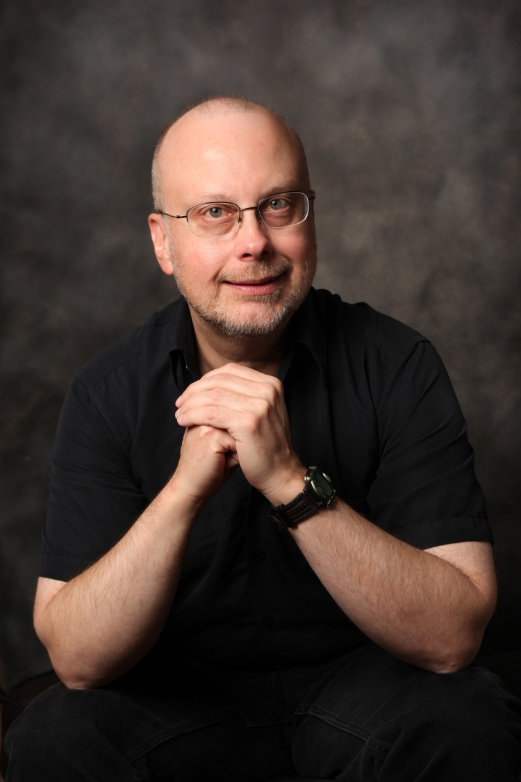Robert-J-Sawyer-author-photo-by-Bernard-Clark-color